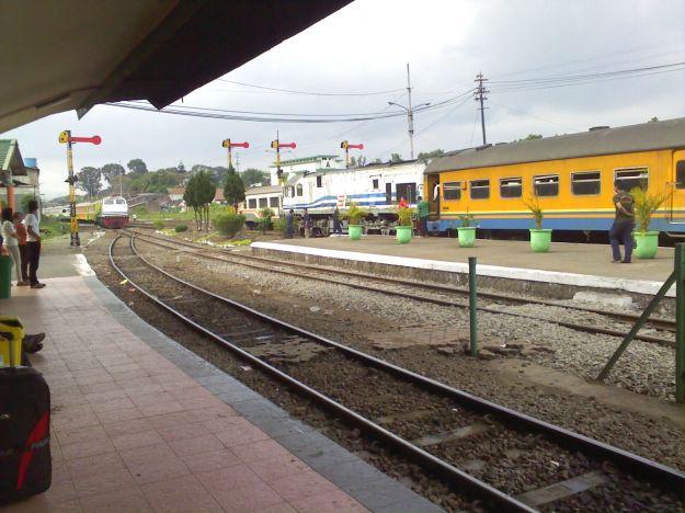 KA Malabar langsir ke jalur 1 Stasiun Malang