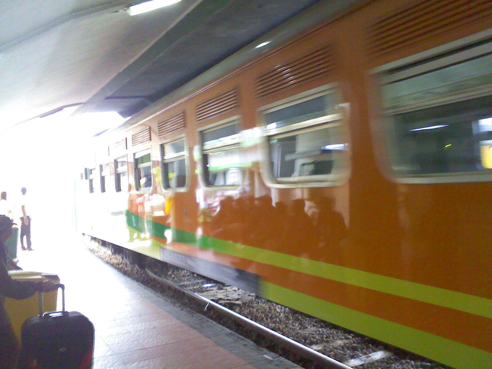 KA Malabar melintasi jalur 1 Stasiun Malang