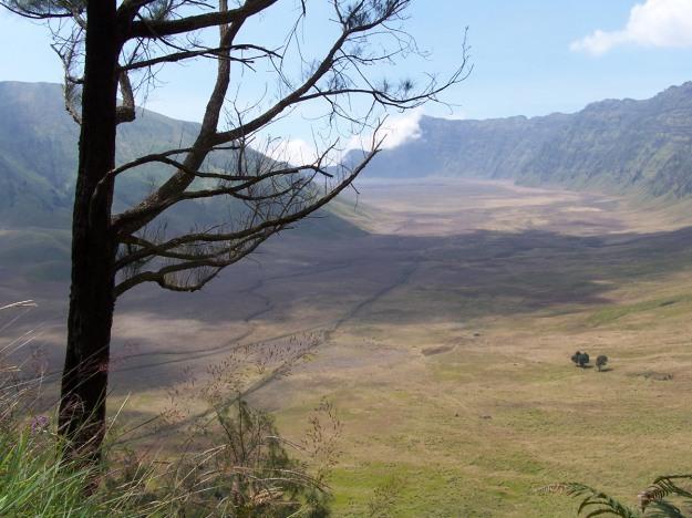 Panroma kaldera Bromo dari atas