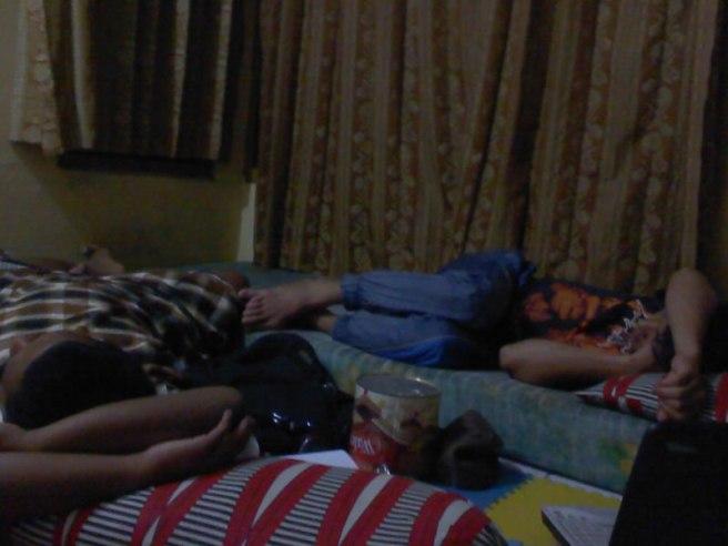 Tidur berjejer-jejer