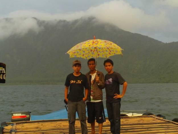 Kehujanan di Danau Beratan
