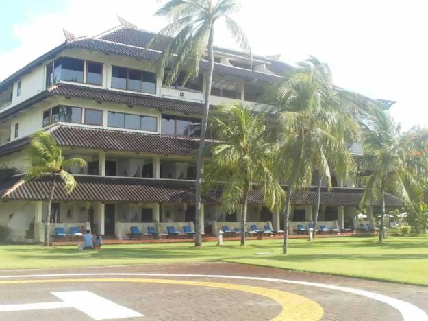 Salah satu hotel di pinggir pantai Kuta