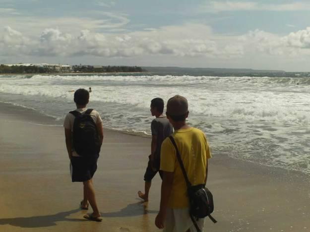 Jalan-jalan di Pantai Kuta