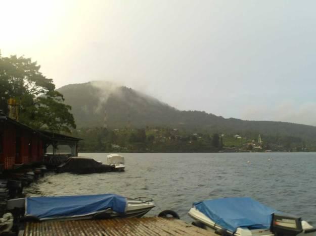 Sisi barat dari Danau Beratan