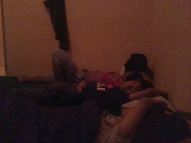 Teman-teman lagi tidur