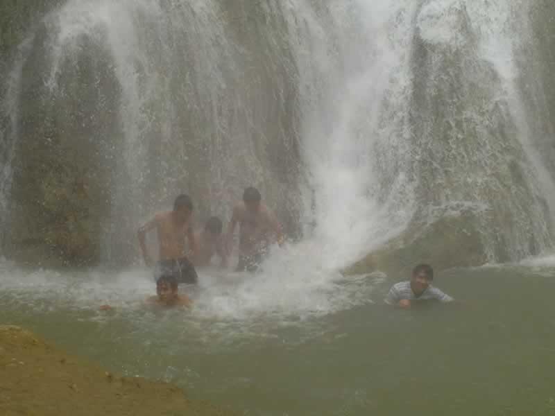 Main air di Curug Cikaso