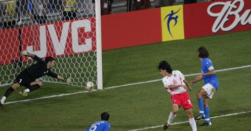 Gol kemenangan Ahn Jung Hwan Korea vs Italia 2-1 Perdelapan Final WC 2002 (skysports.com)
