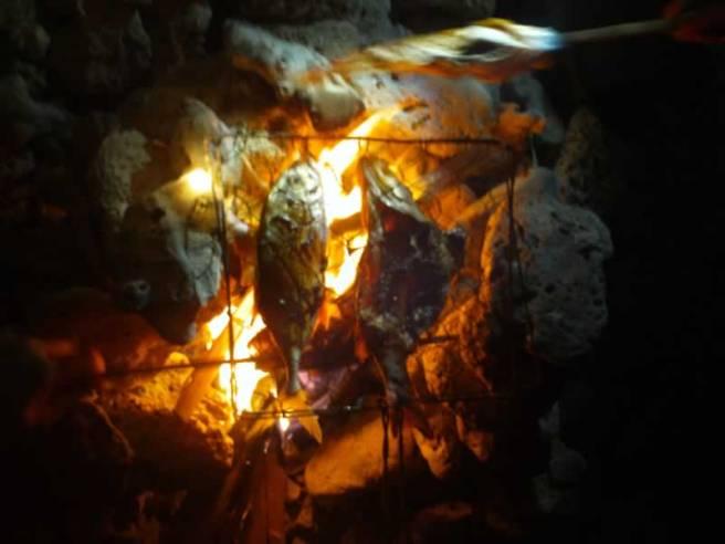 Ikan bakar. Hmm... harumnya... :)