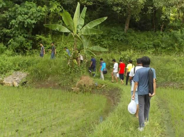 Berjalan menuju lokasi Curug Cikaso
