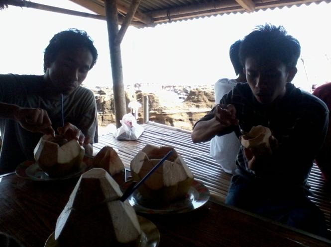 Makan kelapa