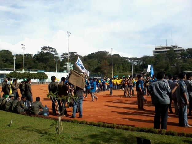 Himpunan-himpunan bersiap di lapangan SARAGA