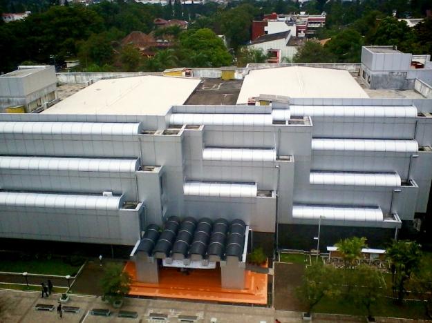 Perpustakaan pusat tampak dari atas