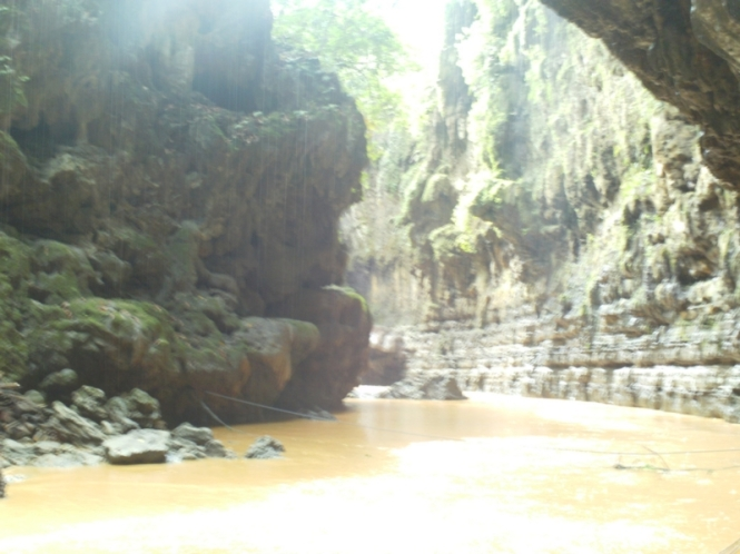Tebing-tebing Green Canyon