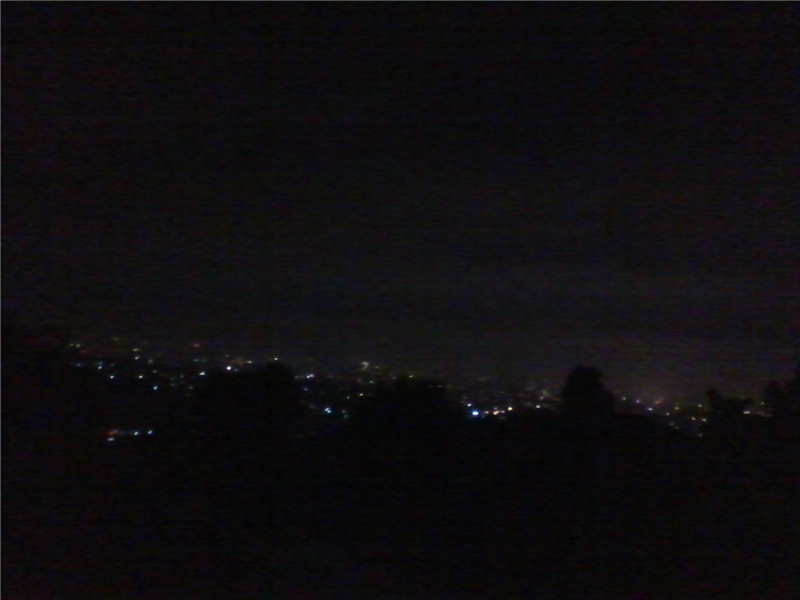 Pemandangan malam Bandung dari Punclut
