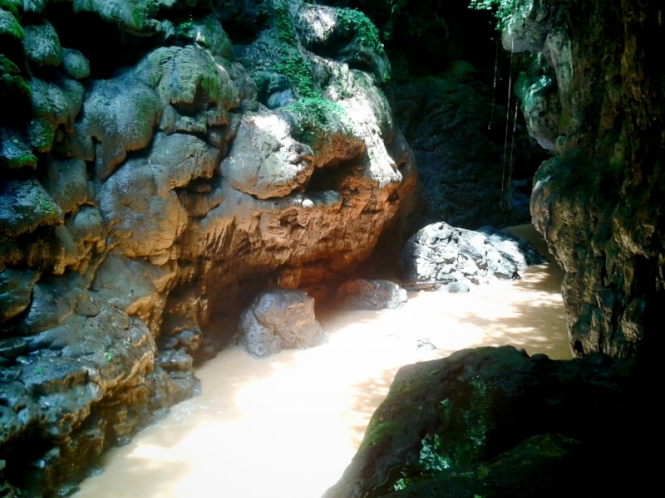 Aliran sungai Green Canyon 1