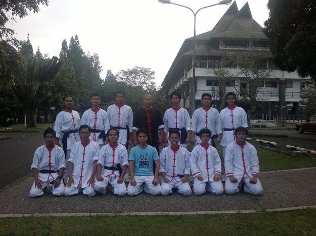 Foto bersama sehabis ujian