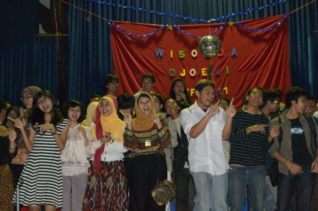 """Angkatan 2007 menyanyikan lagu """"Kita"""""""