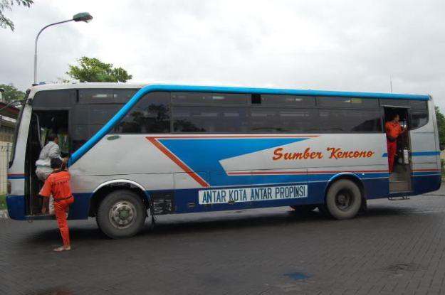 "Bus ""Sumber Kencono"""