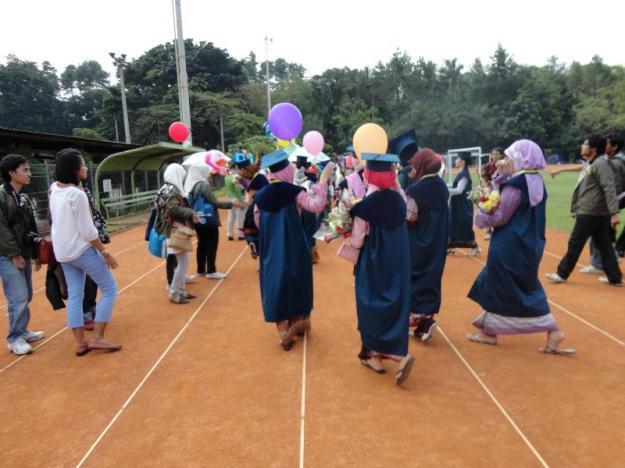 Pemberangkatan arak-arakan dari Saraga
