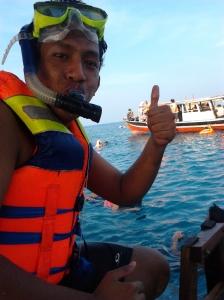 Rizky siap snorkeling