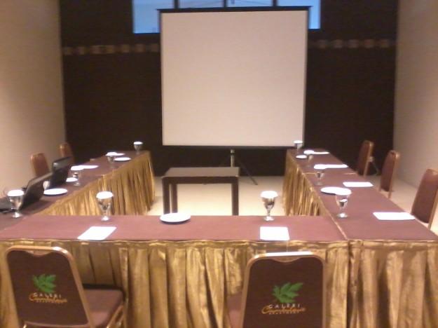 Ruang meeting sebelum acara dimulai