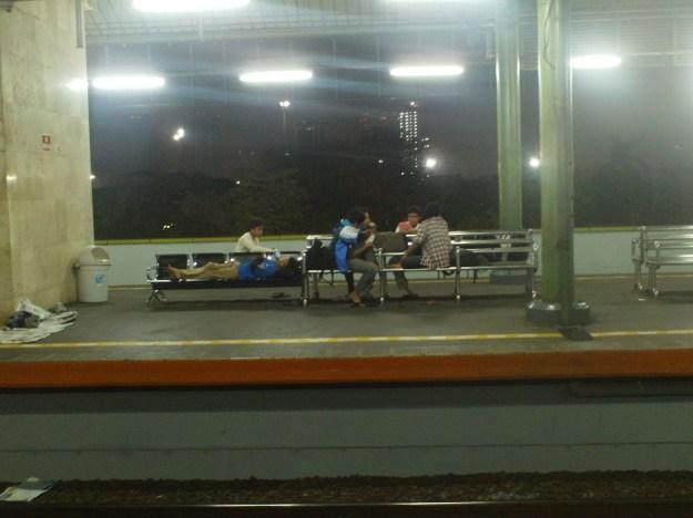 Menginap di stasiun Gambir