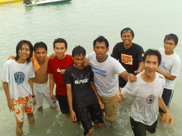 Foto bareng habis banana boating