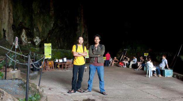 Di depan Dark Cave