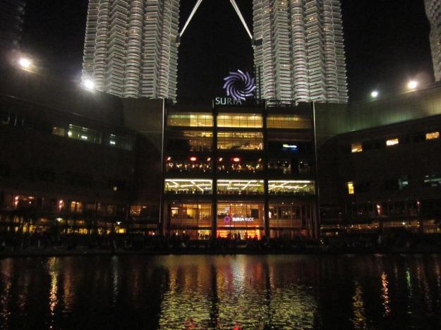 Suria Mall dengan background Petronas Twin Towers