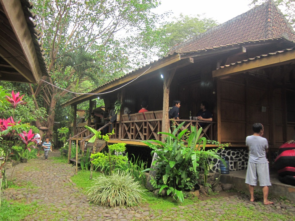 Suasana pagi di Kaki Langit Camp