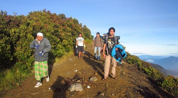 Jalan di puncak Gede