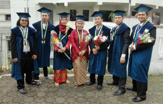 Wisudawan IF 2007 (minus Adi)