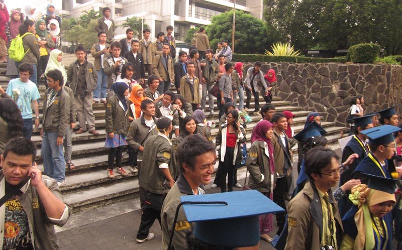Arak-arakan massa himpunan