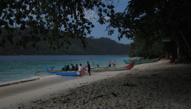 Suasana pantai Pulau Kelapa