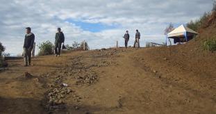 Melalui jalan yang masih berupa tanah