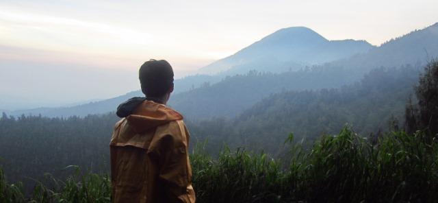 Memandang ke puncak Semeru