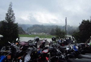 Parkir motor pengunjung Semeru