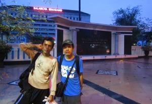Di depan kantor walikota Semarang