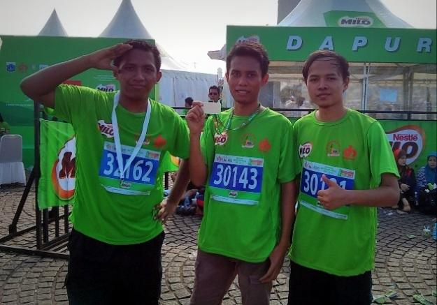 Narsis bersama setelah finish (Khairul pegang medali finisher)