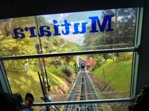 View rel ke bawah dari dalam kereta