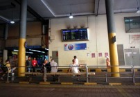 Papan informasi posisi bus terdekat