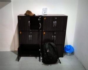 Loker di dalam kamar