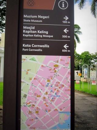Plang penunjuk arah tempat tourist attraction