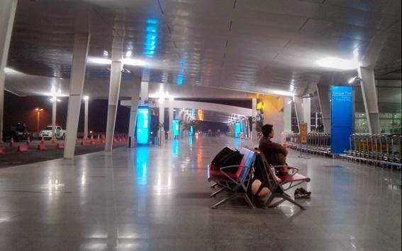 Selasar terminal keberangkatan Bandara Kuala Namu