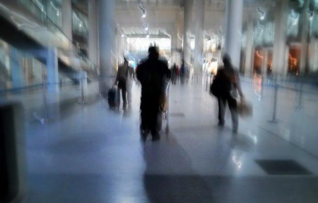 Keluar terminal kedatangan