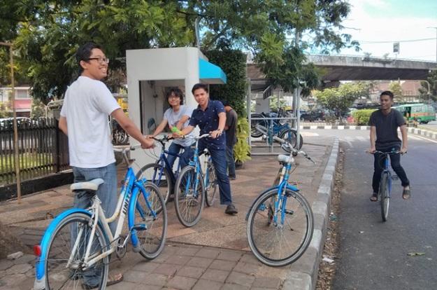 Nyewa sepeda di shelter Dago