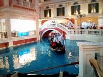 Salah satu keluarga yang sedang naik gondola