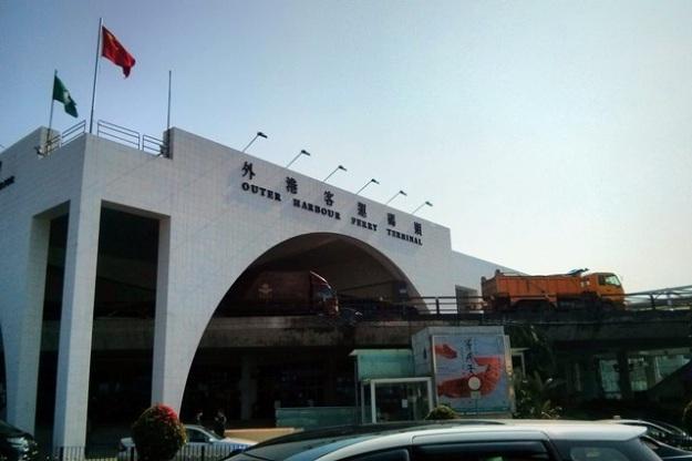 Outer Harbour Ferry Terminal (difoto dari seberang jalan)