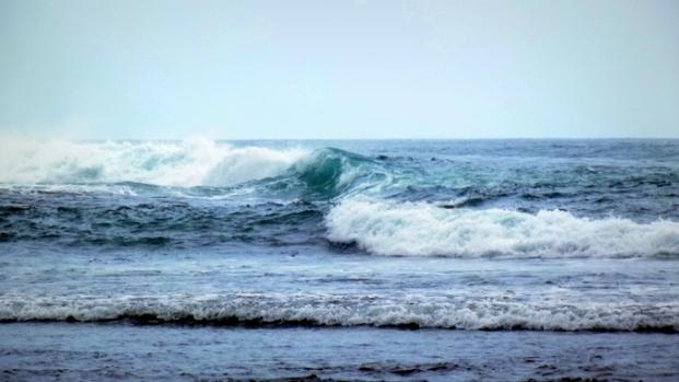 Ombak Pantai Drini