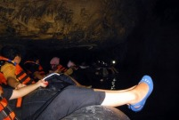Di bawah stalagtit puting